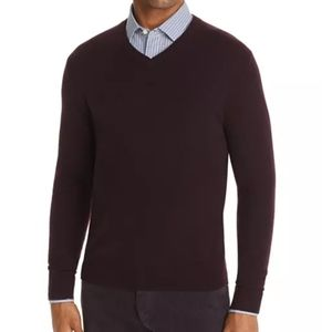 The Mens Store Bloomingdales vneck cashmere sweate